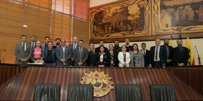 Assembleia Legislativa do Acre homenageia delegados da Polícia Civil