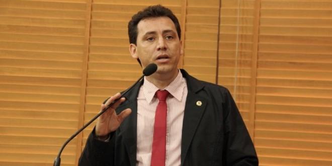 Deputado Jairo Carvalho volta a denunciar atraso nos salários de funcionários terceirizados
