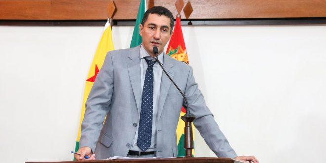 Deputado Jesus Sérgio cobra governo em relação a isolamento de comunidade no Jordão
