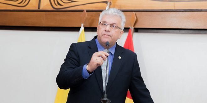 Deputado Nelson Sales reivindica ação do governo em escola de área indígena
