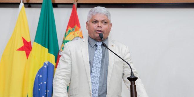 Deputado Raimundinho da Saúde pede liberação de emendas para APAE de Plácido de Castro