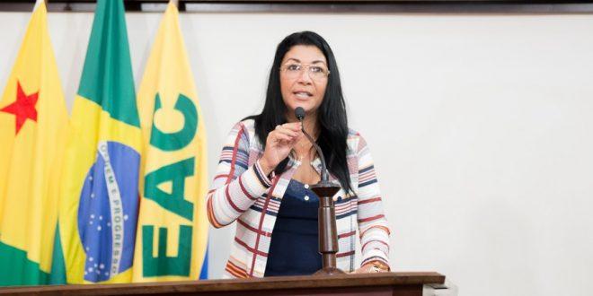 Deputada Eliane Sinhasique ressalta importância dos cursos técnicos para o mercado de trabalho