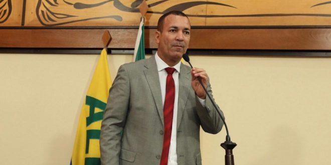 Deputado Nenem Almeida pede que governo dê prioridade a bancários na imunização contra a Covid-19