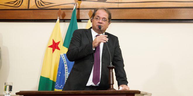 Marcus Cavalcante apresenta indicação solicitando instalação de sala de hemodiálise em Sena Madureira