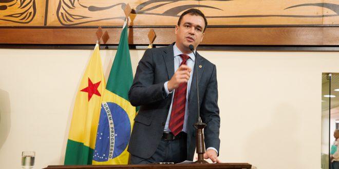 Deputado Daniel Zen critica disputa entre prefeitura e governo por receita do Fundeb