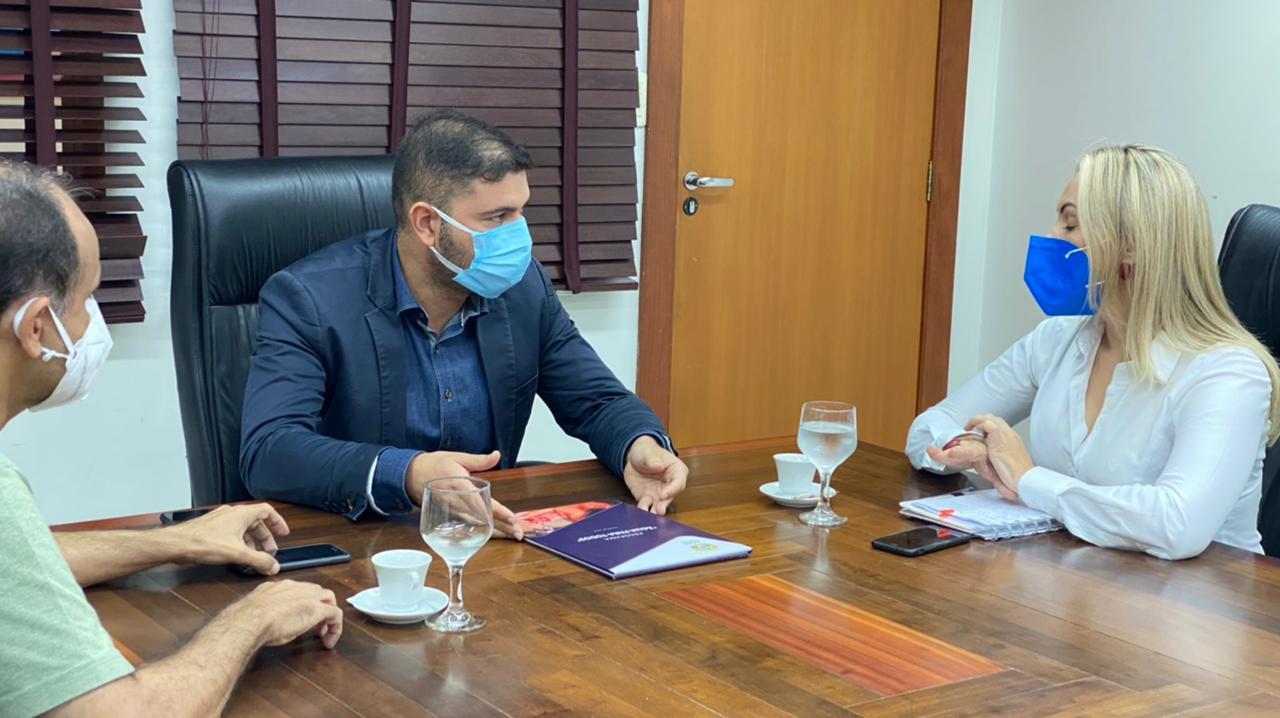Durante visita de cortesia na Aleac, Depasa anuncia perfuração do 5 poço para abastecimento de água em Cruzeiro do Sul