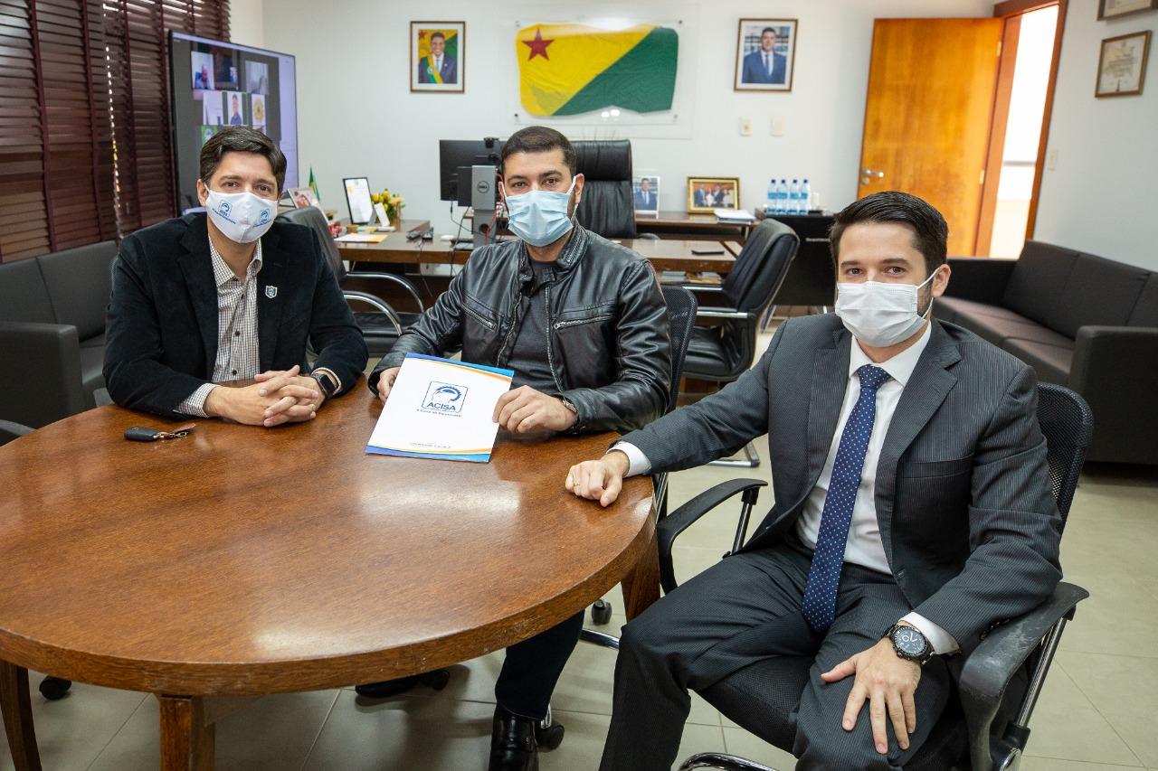 Presidente Nicolau Júnior recebe pedido de comerciantes acreanos para suspensão de feriados estaduais em dias úteis