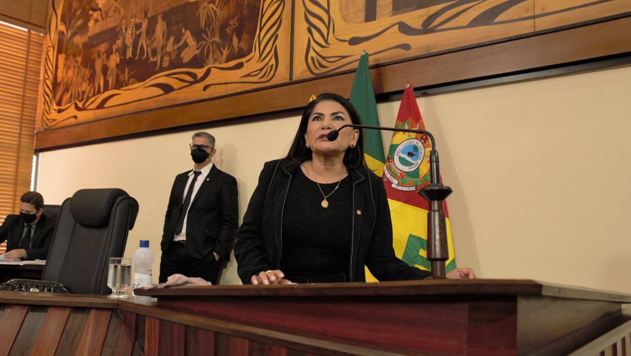 Deputada Antônia Sales comemora envio de ambulâncias para interior