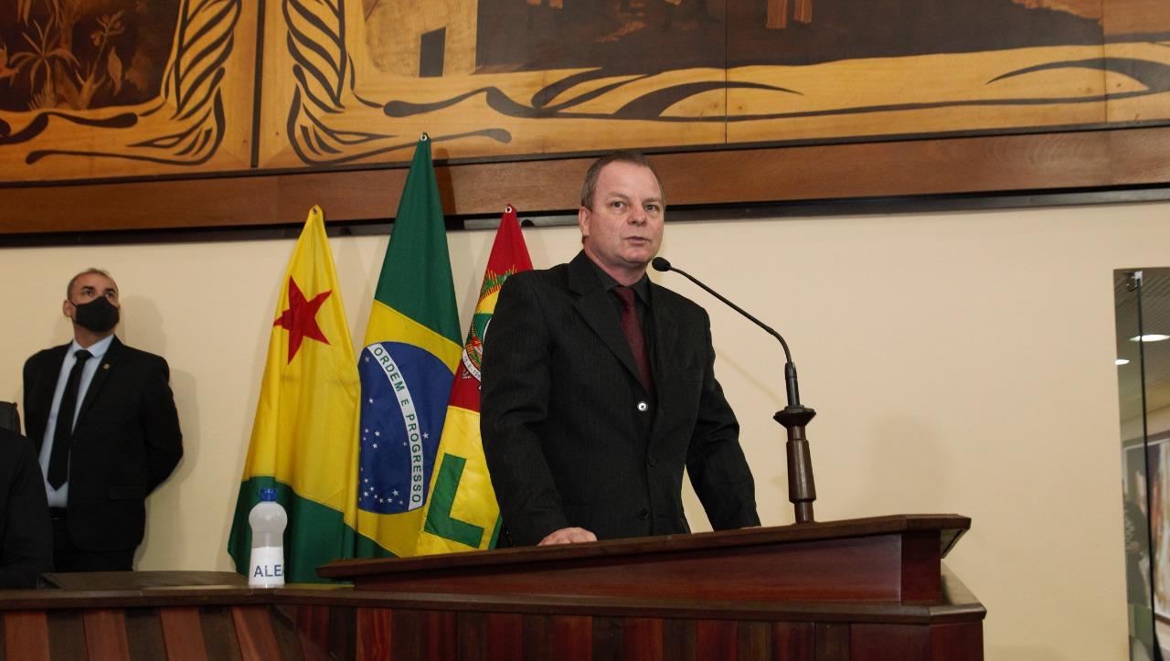 Deputado Pedro Longo destaca assinatura de ordem de serviço feita pelo governador