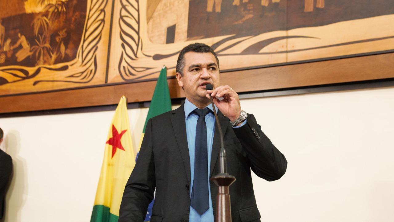 Cadmiel Bomfim pede reforma geral do hospital de Feijó