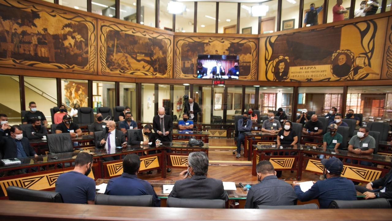 Comissão de Serviço Público da Aleac recebe agentes socioeducativos