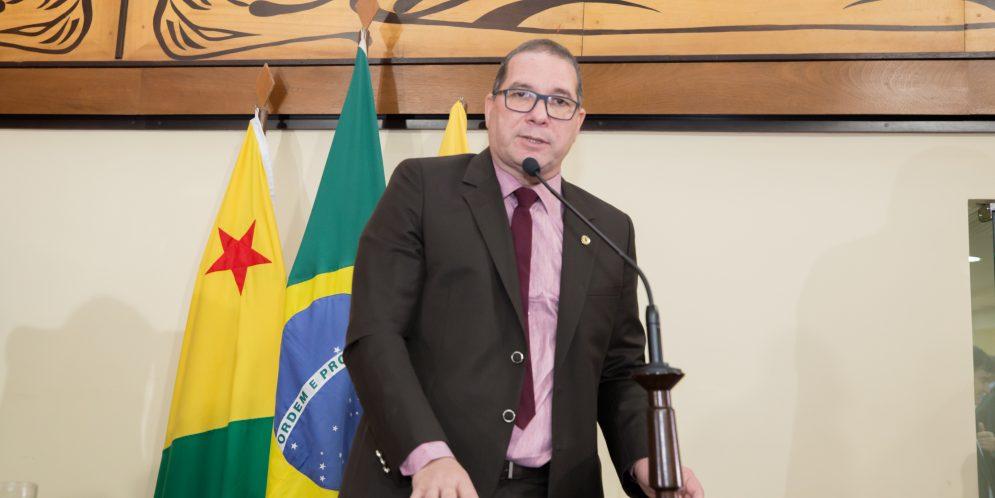 Chico Viga apresenta projeto para conceder título de cidadão a Wagner Sêna