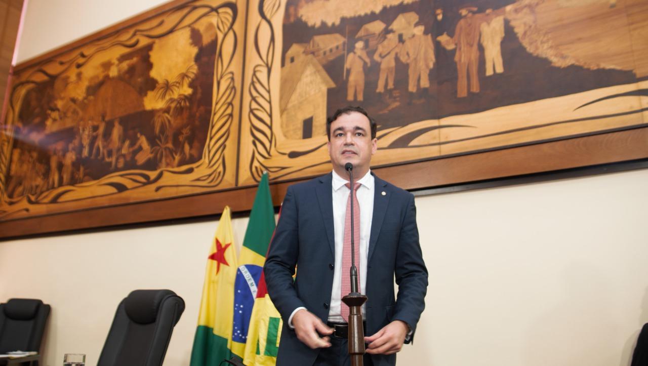 Deputado Daniel Zen pede apreciação de projeto que institui Comenda da Ordem do Mérito Educacional Paulo Freire