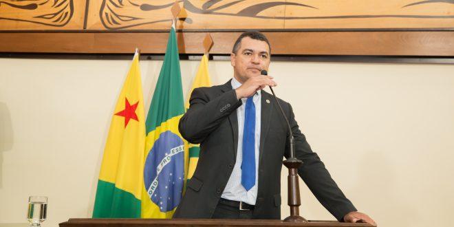 Cadmiel Bomfim pede vacina para profissionais da segurança pública