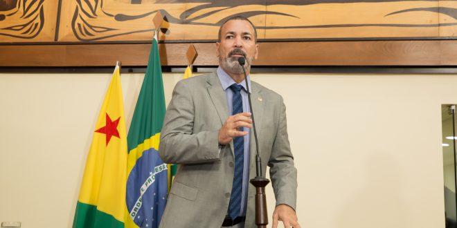 Nenem Almeida apresenta PL que institui serviço público de loterias no Acre
