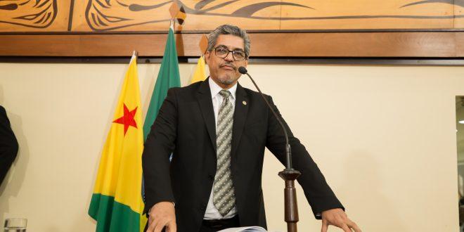 Edvaldo Magalhães destaca importância de contratação de médicos brasileiros formados no exterior que atuaram no Mais Médicos