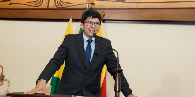 PL de Jenilson Leite prevê multade R$ 10 mil para quem desrespeitar ordem de vacinação