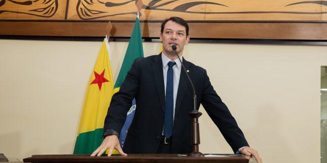 Deputado Roberto Duarte diz que situação da BR-364 é caótica