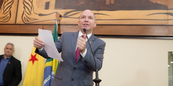 Deputado Gehlen Diniz demonstra preocupação com lentidão na vacinação de acreanos