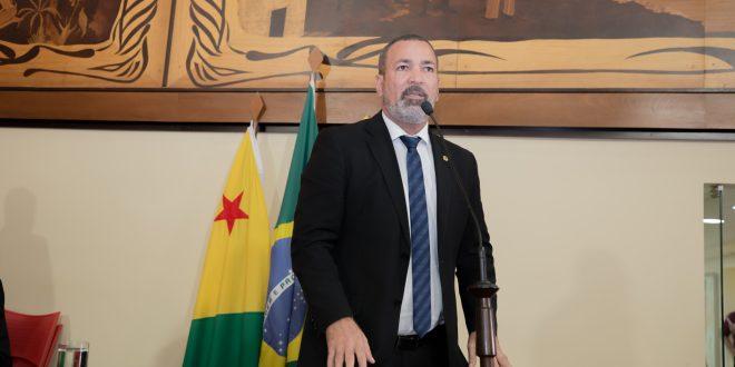 Neném Almeida questiona demissão de vigilantes após empresa rescindir contrato com governo
