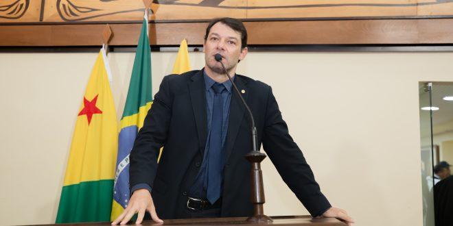 Deputado Roberto Duarte cobra posicionamento de governador sobre cadastro de reserva da Polícia Civil