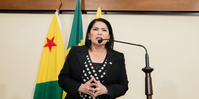 Antonia Sales sugere que governador reúna seus secretários para tratar dos problemas do Estado
