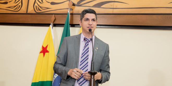 """""""Não adianta discutir quem é prioridade se não tem vacina"""", diz Calegário"""