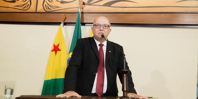 Deputado Jonas Lima parabeniza prefeito de Mâncio Lima por gestão