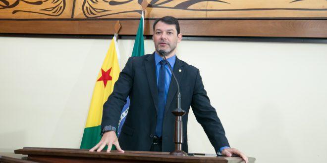 Roberto Duarte protocola projeto de lei que exige transparência da vacinação contra Covid-19 no Acre