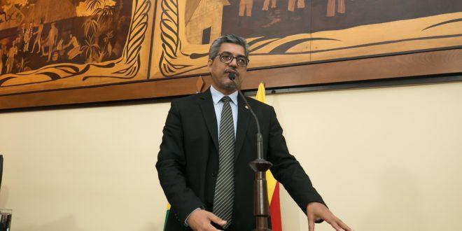 Deputado Edvaldo Magalhães lamenta crise política no governo em meio a uma pandemia
