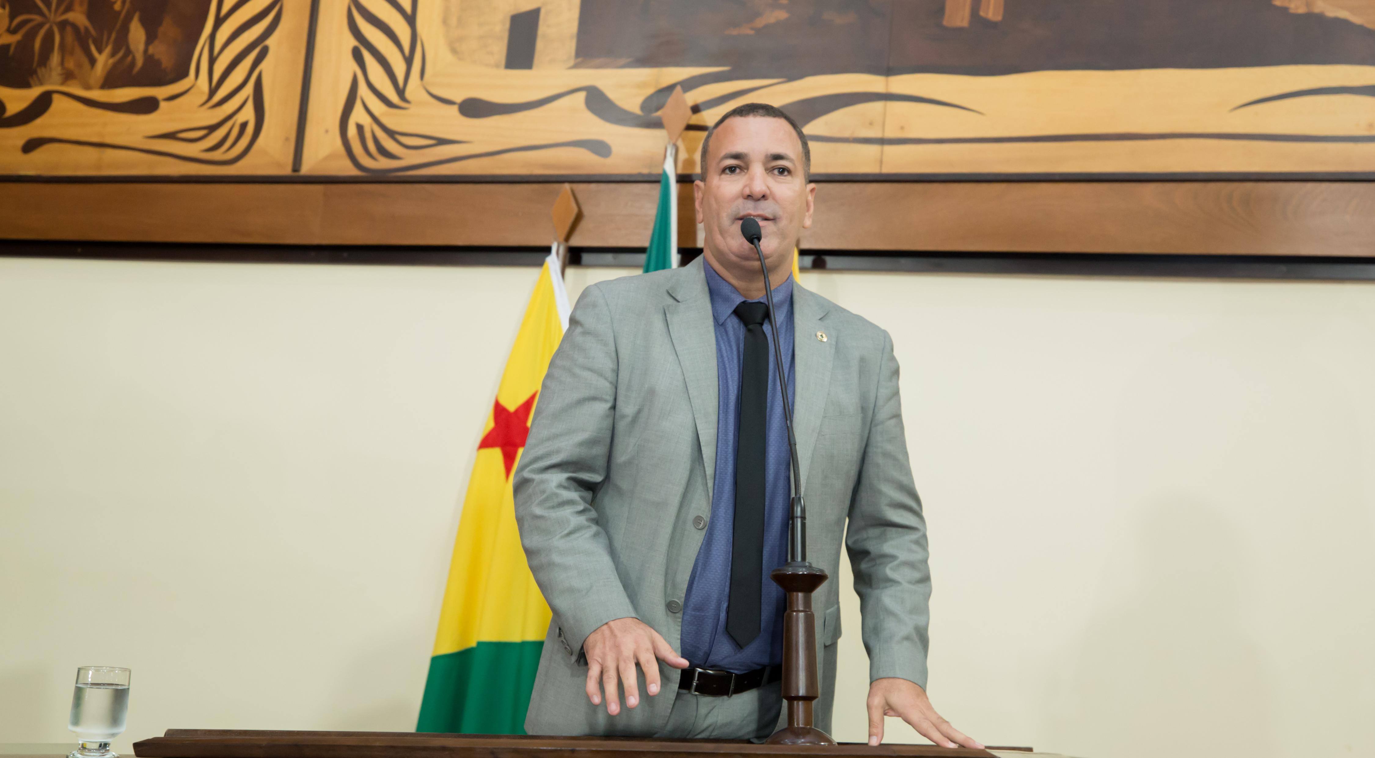 Deputado Nenem Almeida destaca greve nacional dos bancários