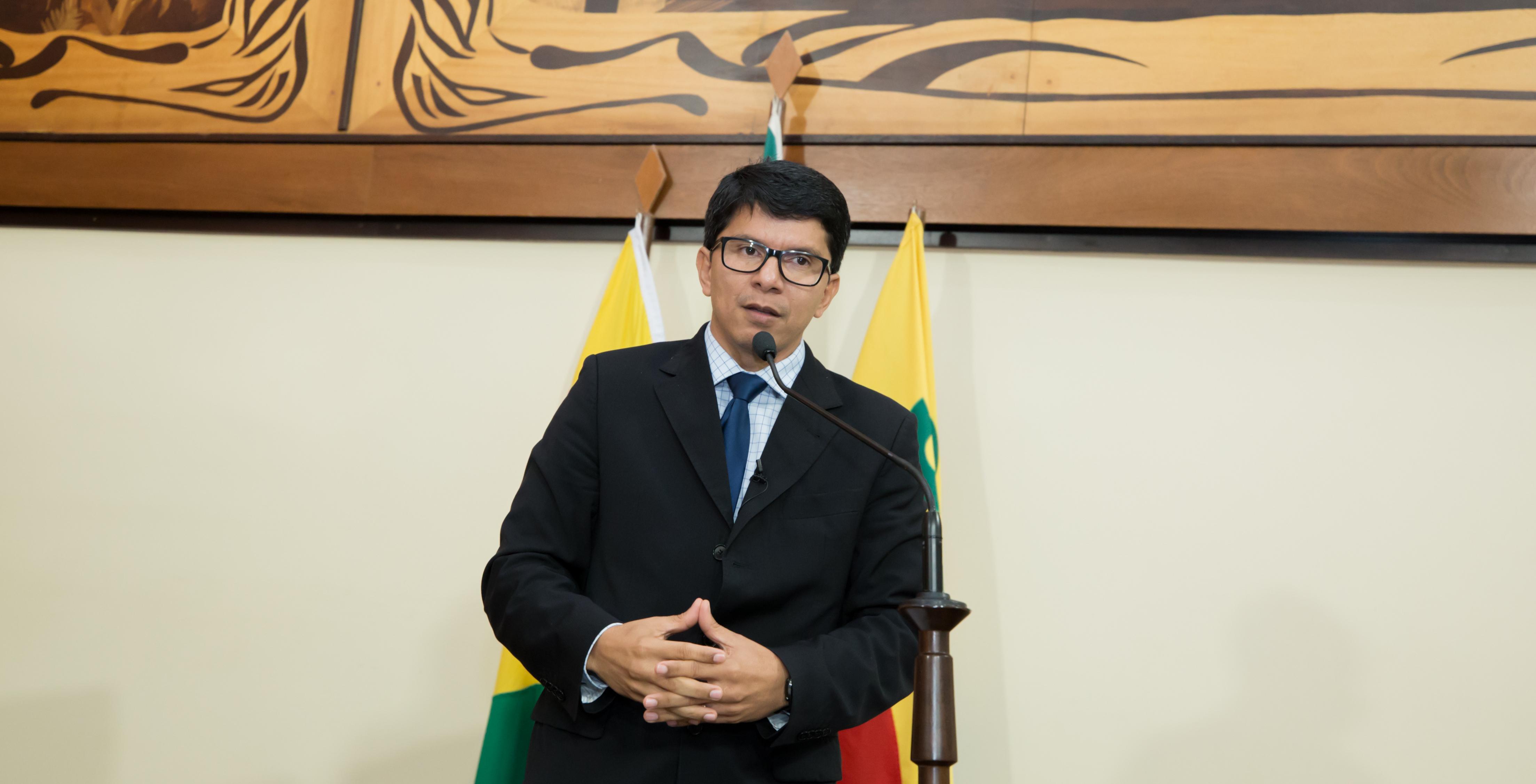 """""""O governador precisa lutar pela compra direta de doses da vacina anticovid"""", diz Jenilson Leite"""
