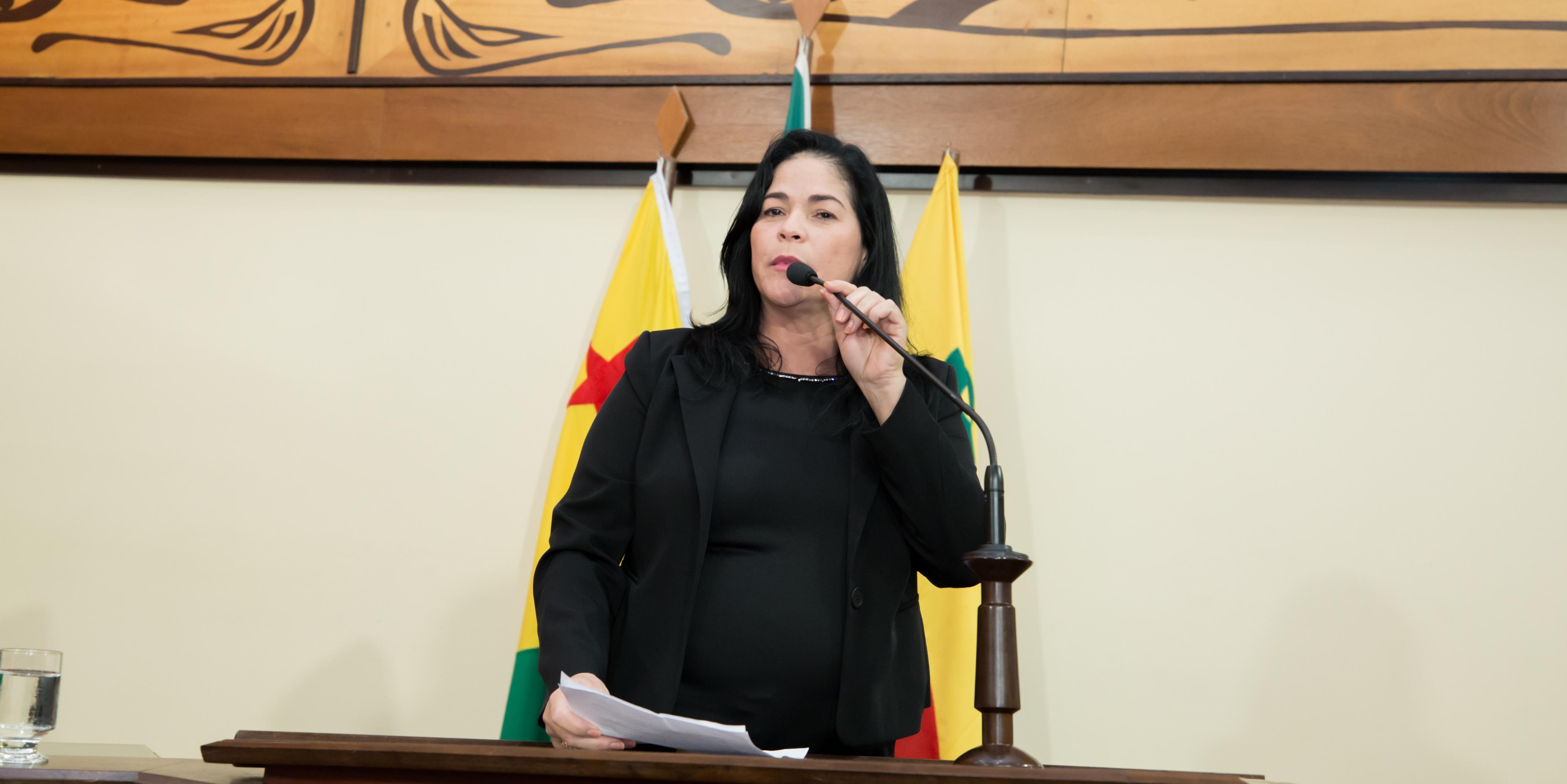 Deputada Maria Antônia faz apelo para que governo não deixe que Casa Souza Araújo feche as portas
