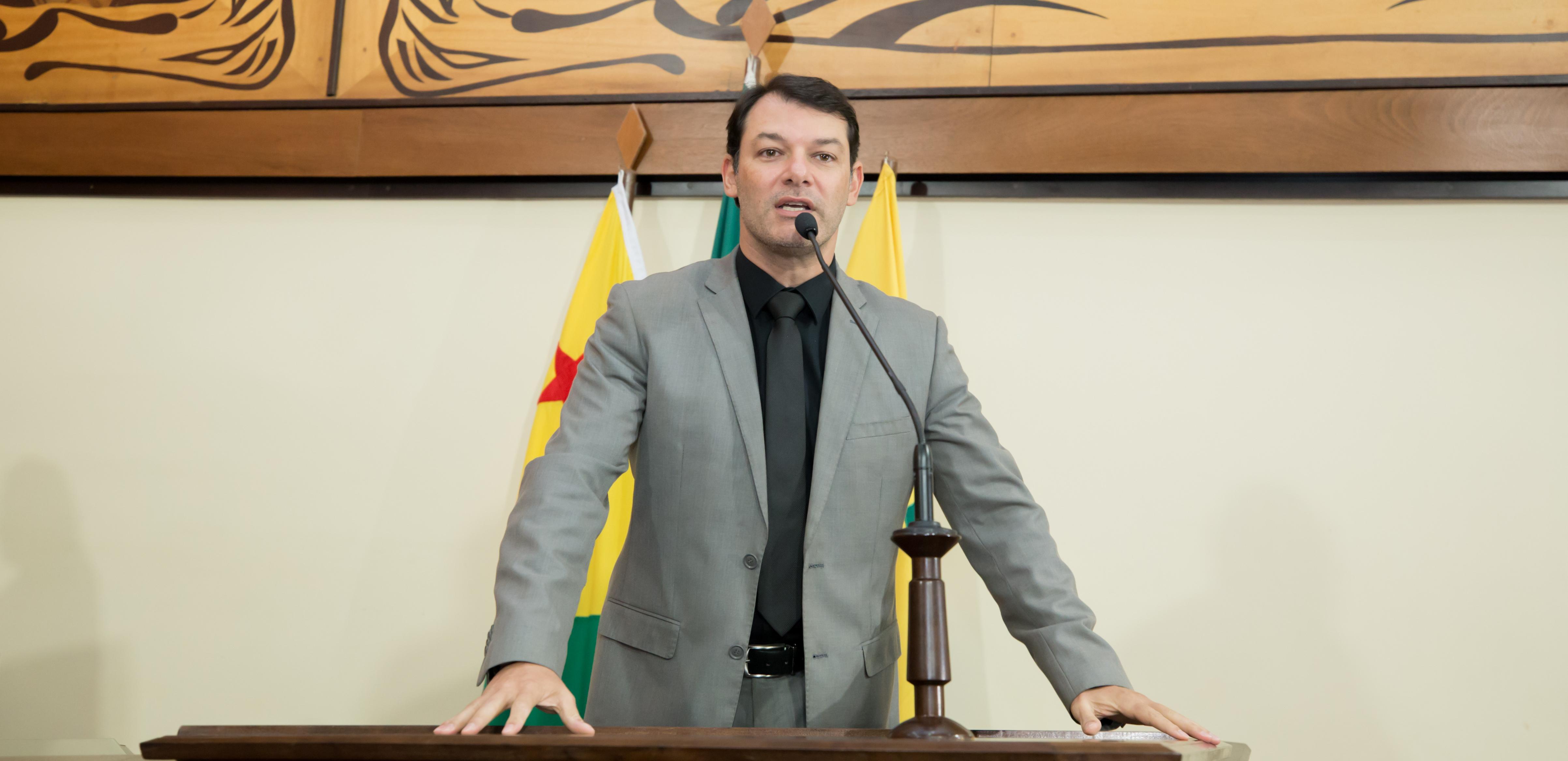 Deputado Roberto Duarte pede união de políticos para evitar falência de empresas