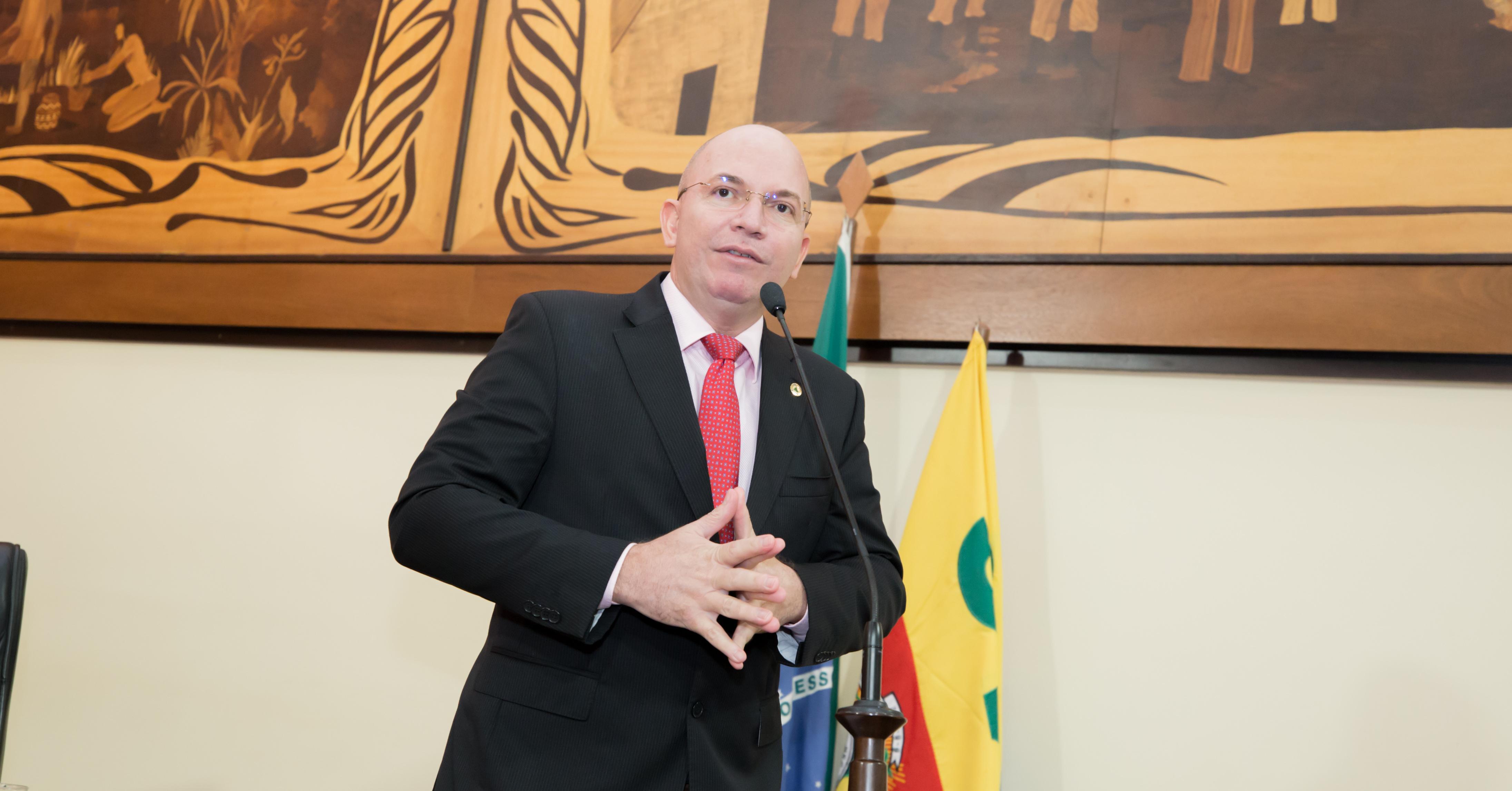 """Sobre fechamento de estabelecimentos Gerlen Diniz afirma: """"o governador foi obrigado a tomar essa decisão"""""""