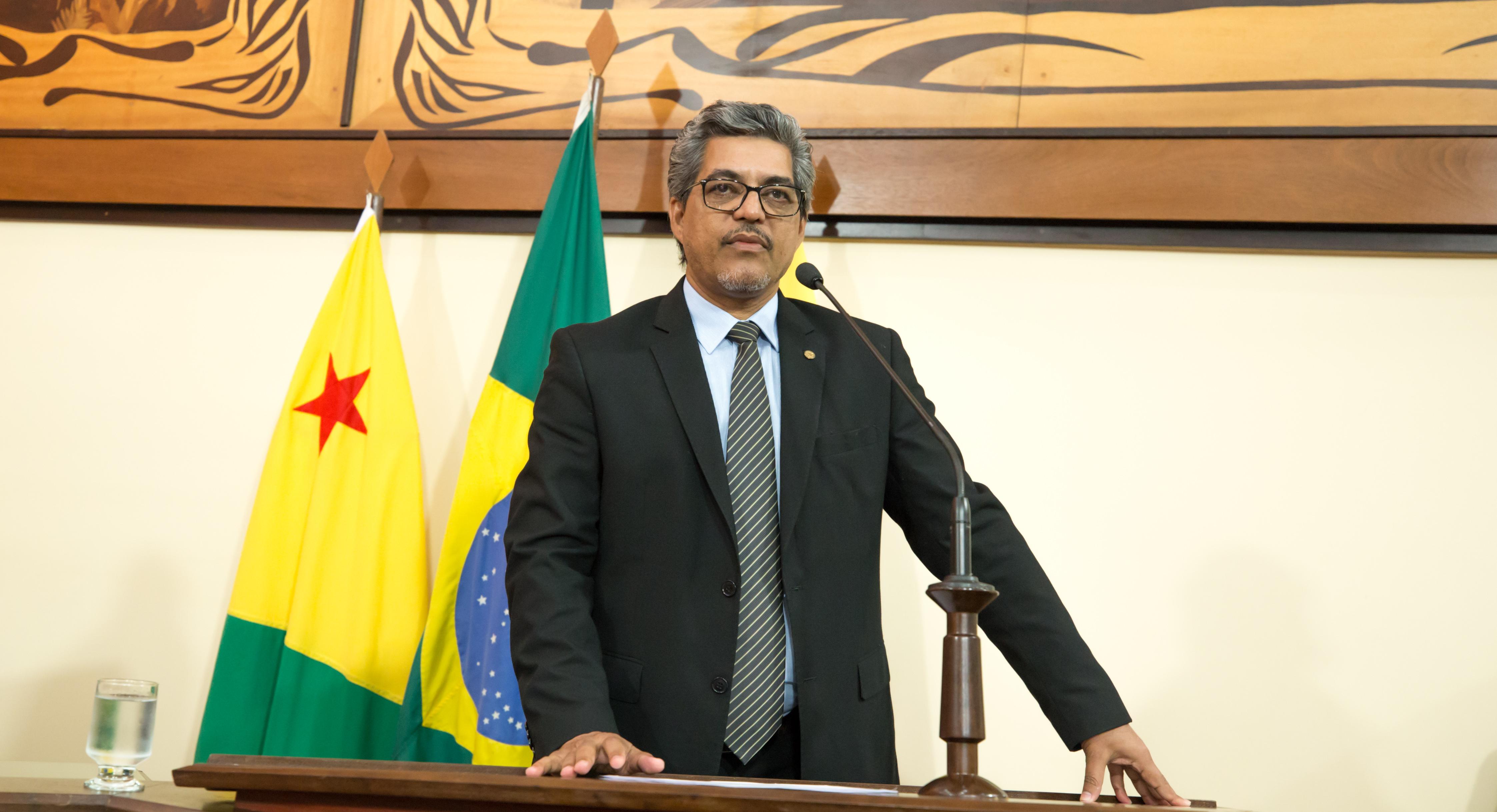 Edvaldo Magalhães cobra esclarecimentos do governo sobre devolução de máquinas