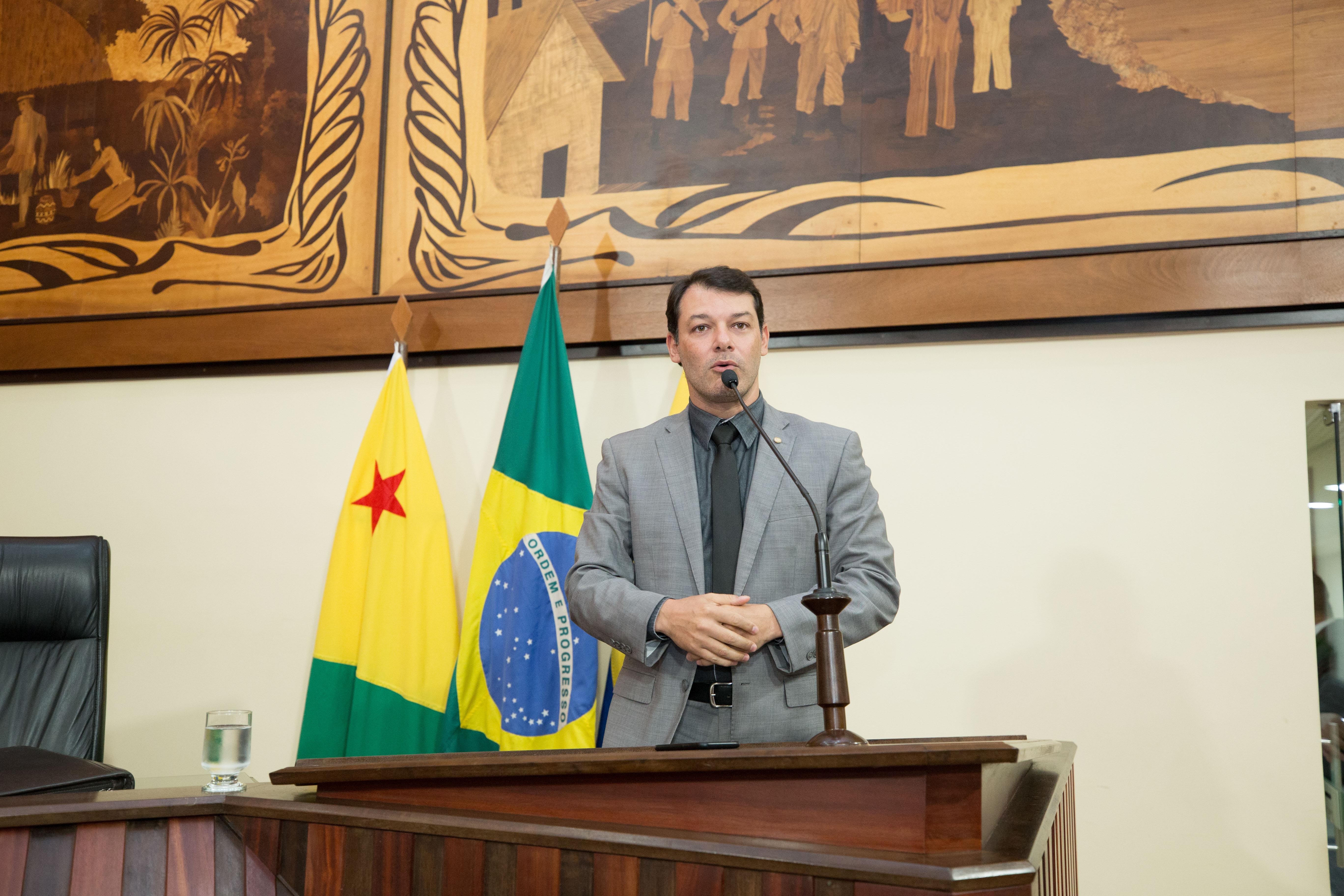 """Roberto Duarte: """"Não faço indicações ao governo, quem escala o time do Executivo é o governador"""""""
