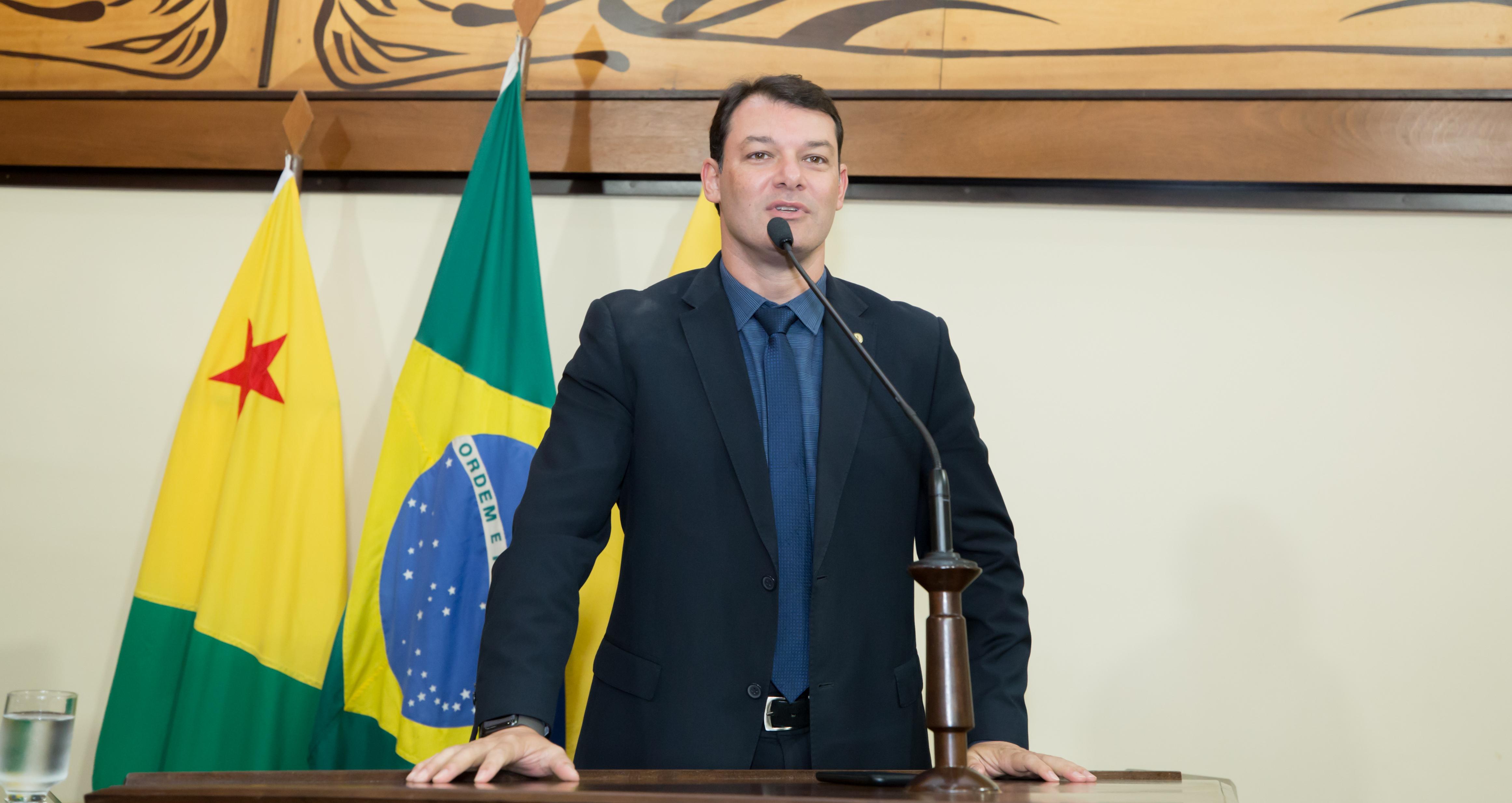 Deputado Roberto Duarte questiona localização de 85 mil doses de vacinas