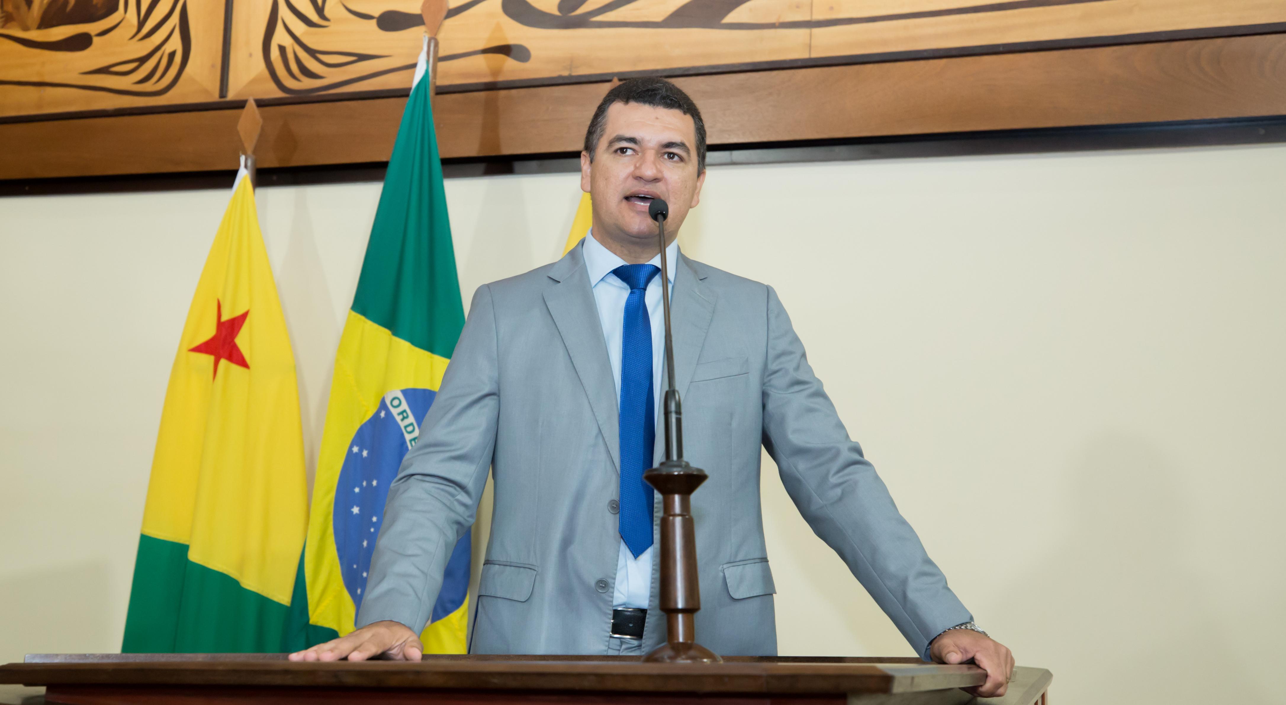 Deputado Cadmiel Bomfim parabeniza governador por investimentos no interior