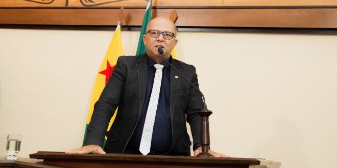 Deputado Jonas Lima sugere que líder do governo dê mais atenção à produção rural