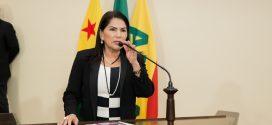 Antonia Sales comemora chegada de carreta do Hospital de Amor no Juruá
