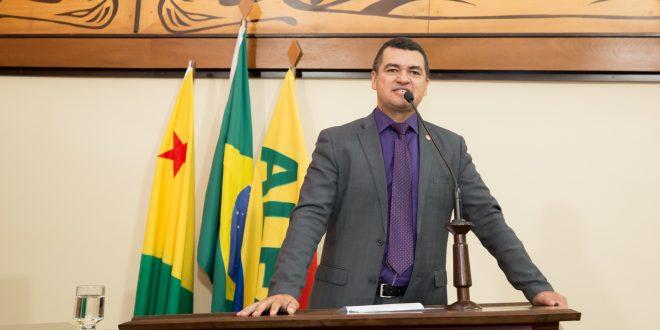 Cadmiel Bomfim lamenta morte de técnico de enfermagem de Feijó, José Freitas Tavares