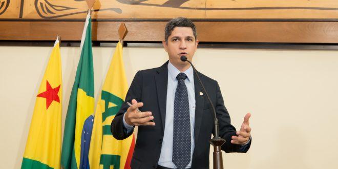 Fagner Calegário repudia postura de coordenadora do Núcleo da SEE de Xapuri